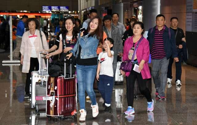 ▲網友與朋友討論出國事宜卻反被陌生大媽要求應先救台灣觀光,讓他相當憤怒。(圖/NOWnews攝影中心)