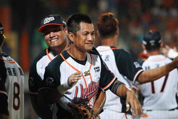 中職/「二刀流」潘武雄不只能開轟 賽前還當<b>餵球</b>投手