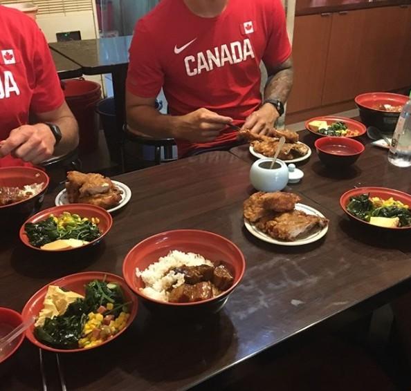 台北這家<b>焢肉飯</b>太好吃 就連加拿大選手都被征服