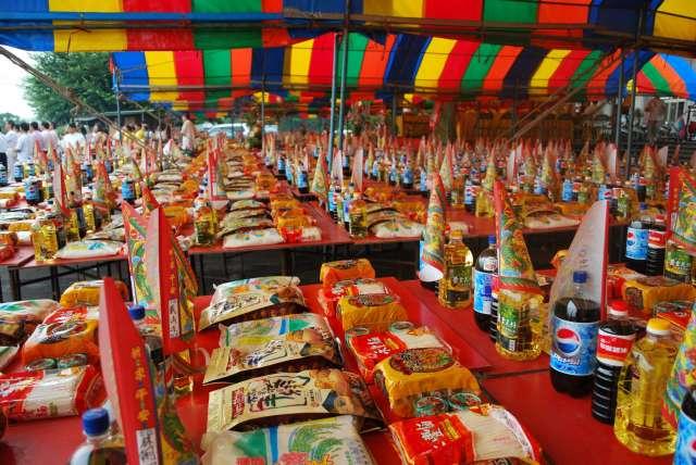 ▲每年農曆七月,許多公司行號都會舉辦「中元普渡」祭拜好兄弟。(圖/翻攝自《NOWnews資料照》)