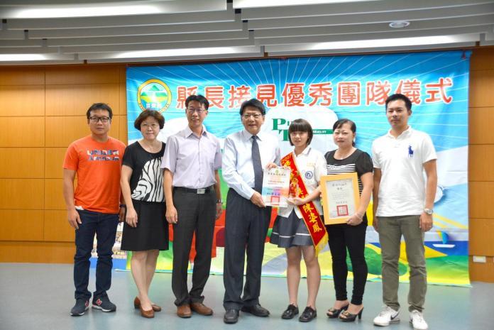 潘孟安接見屏東羽球選手 嘉勉總統教育獎獲獎學生