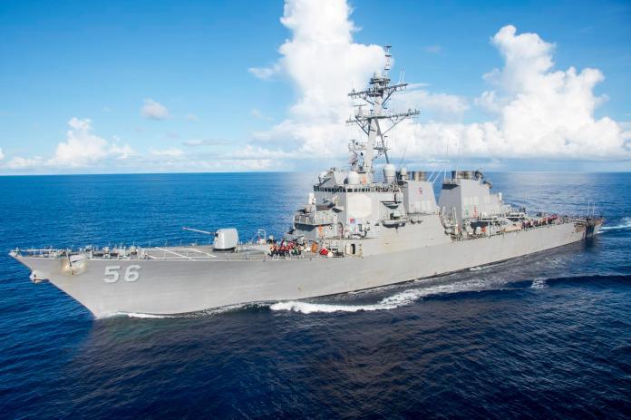 美國海軍勃克級飛彈驅逐艦「馬侃號」(USS John S. McCain)。(圖/美國海軍 , 2017.8.11)