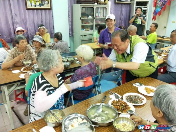烏崁社區老人共餐 豐盛佳餚長者樂開懷