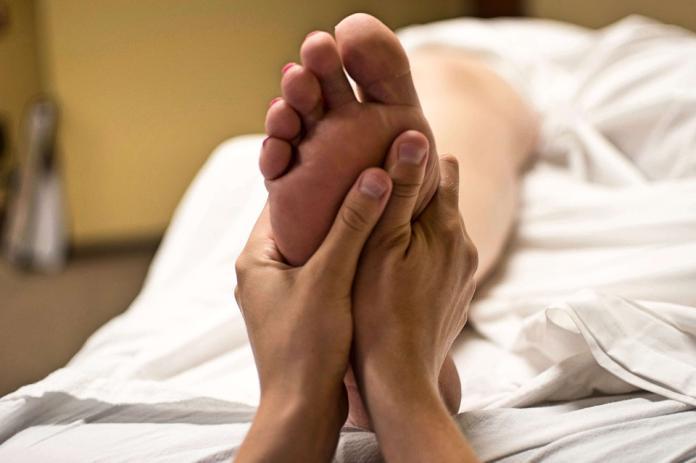 ▲性敏感帶因人而異,有人腳底板被搔就有高潮襲來的感覺。(圖/翻攝自Pixabay)