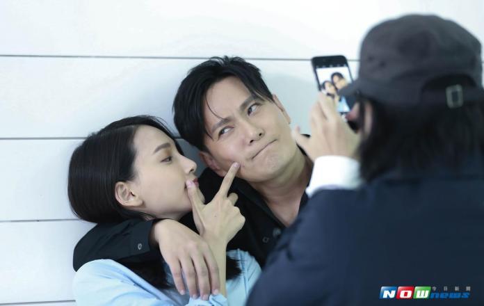 張信哲新MV將釋出 與「<b>小周迅</b>」私下互動佳