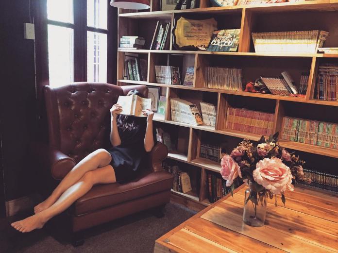 ▲坐沙發有7種「自殘姿勢」,會讓身體越坐越糟。(示意圖/翻攝自Pixabay)
