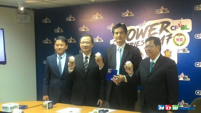 ▲中華隊洪一中總教練\\(最左\\),出席亞冠賽熱身賽記者會。(圖/黃建霖攝)