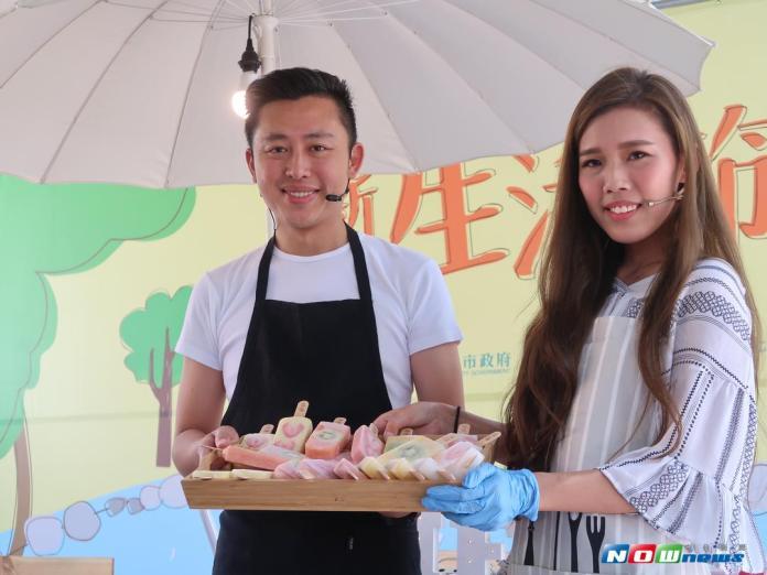 ▲林智堅於新竹生活節示範水果冰棒製作,與民眾共度週末時光。(圖/陳志偉攝,106.09.16)