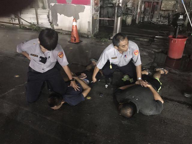 東港員警奔走高屏兩地 擒獲船外機竊賊和<b>贓物</b>