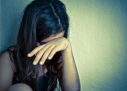 ▲新北市一名15歲的少女小美(化名)被繼父下藥性侵,還被騙有人格分裂。(示意圖/翻攝自Santé Nutrition , 2017.10.14)