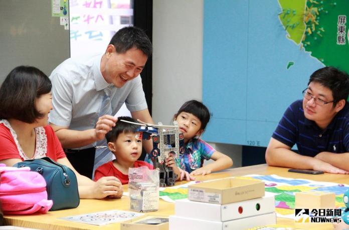 屏大<b>運算思維</b>教育基地揭牌 親子與機器人互動學程式