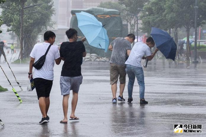 北、東防短暫雨!今晚迎「共伴效應」 <b>吳德榮</b>揭週末天氣