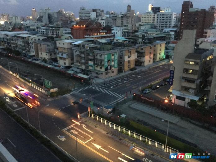 高雄市多個行政區7日晚間傳出空氣中瀰漫異味。資料照片。(圖/記者陳佩琪攝 , 2017.08.15)