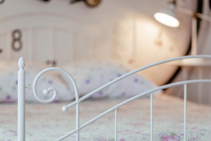 ▲一名邱姓人妻與呂姓同事到摩鐵開房「激戰」,邱女丈夫則在隔壁房聽了整夜老婆的呻吟聲,隔天上午才進房抓姦提告。(示意圖/翻攝自pixabay)