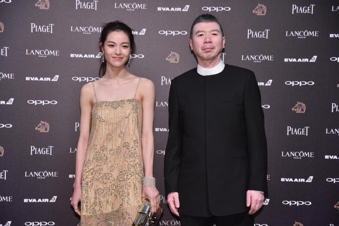 ▲鍾楚曦(左)與《芳華》導演馮小剛一起走星光紅毯。(圖/攝影中心提供 , 2017.11.25)