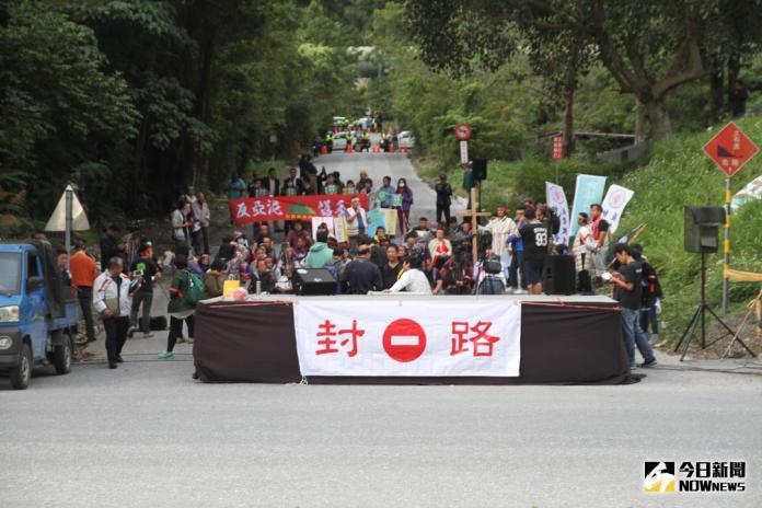 近百太魯閣族人封路抗爭 亞泥強調合法展延期限