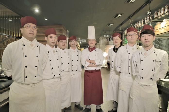 ▲素食餐廳御蓮齋重整團隊,誓言讓品牌「御」火重生。(圖/公關照片)