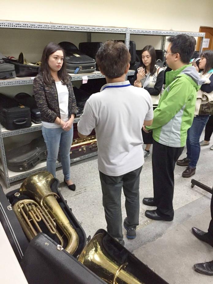 呂孫綾關心淡水校園環境 願當學校與教育部門平台