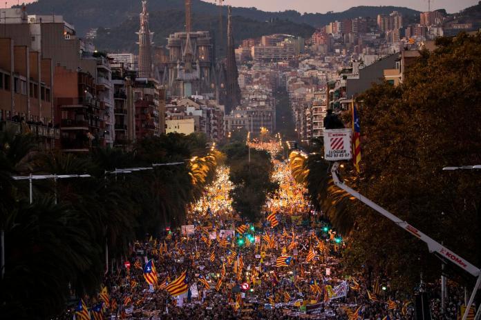加泰獨立越演越烈 75萬人遊行要求釋放自治政府