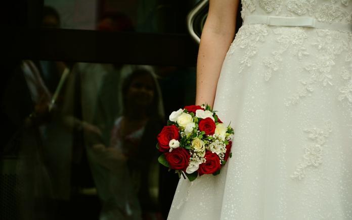 ▲大陸一名女子找閨蜜來擔任伴娘,沒想到閨蜜竟在婚禮上直接向新郎告白。(示意圖/翻攝自《Pixabay》)