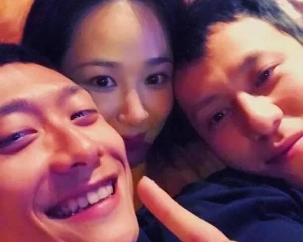 娛樂報報/<b>楊紫</b>在微博秀恩愛 左擁右抱男朋友和男閨蜜