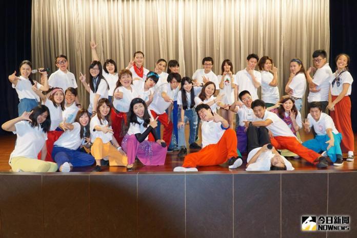 ▲「2017 Asian Beat跳躍亞洲」國際學生交流公益巡演,日本、菲律賓與台灣學生共同組成的表演團隊,帶給大家一場國際文化饗宴,現場歡樂笑聲不斷。(圖/記者陳雅芳攝,2017.11.3)