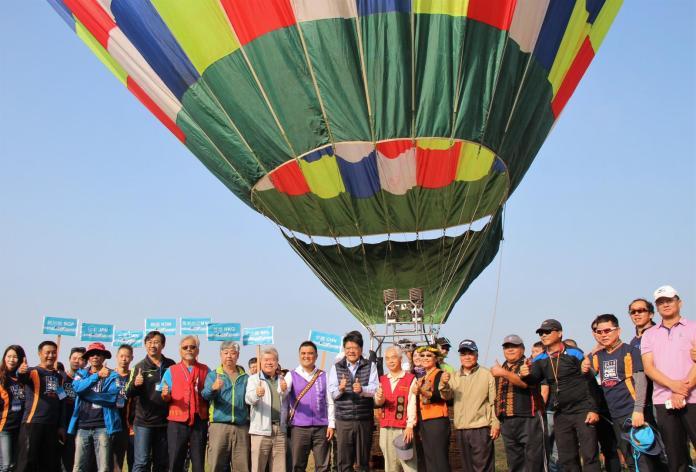 賽嘉飛行嘉年華開幕 <b>輕航機</b>飛行傘翱翔天空