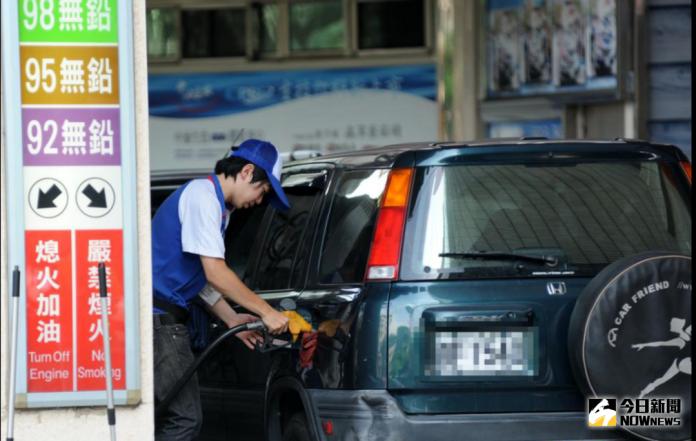 ▲隨國際油價走揚,初估下周國內汽柴油每公升將漲 3-4 角。(圖/NOWnews資料照)