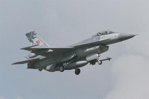 台海局勢緊張 美公布軍售合約含「台灣F-16戰機」
