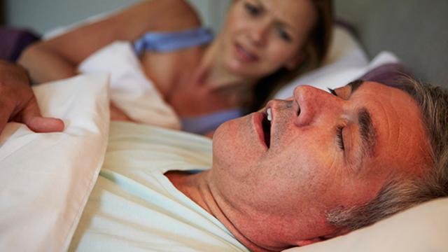 ▲枕邊人的睡姿或許沒有人關心過,除非真的是影響到睡眠。(示意圖,人物與文章中內容無關/