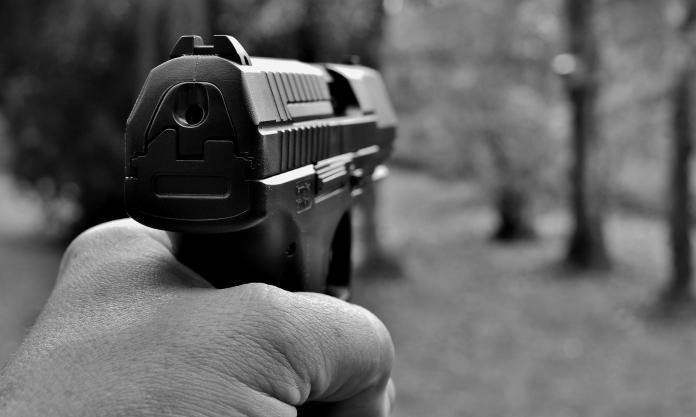 少年搶加油站被判8年 網傻眼:比酒駕殺人還重