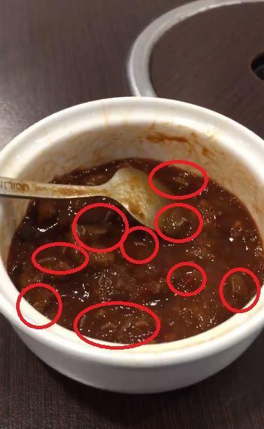 噁!小吃店驚見「活醬汁」 竟是無數條肥<b>蛆</b>蠕動