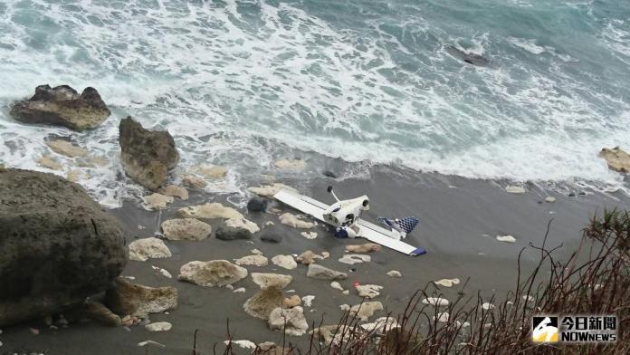 <b>輕航機</b>失去動力迫降驚魂 兩駕駛輕傷拒送醫
