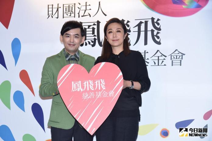 ▲黃韻玲(右)、黃子佼出席「鳳飛飛慈善基金會」成立。(圖/記者林柏年攝 , 2018.1.3)