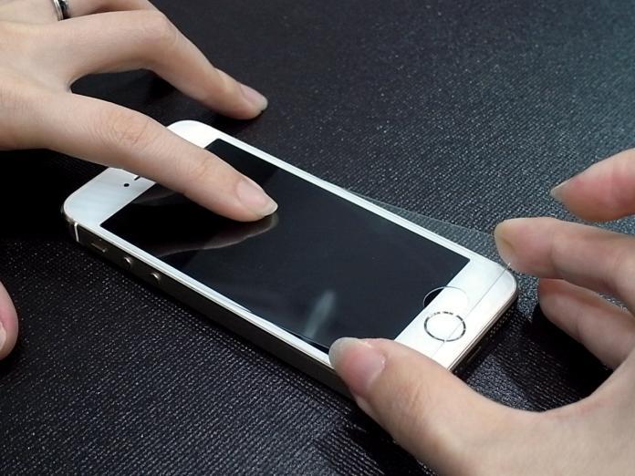 手機保護貼根本沒用?他曝「慘痛經歷」:浪費錢又沒用
