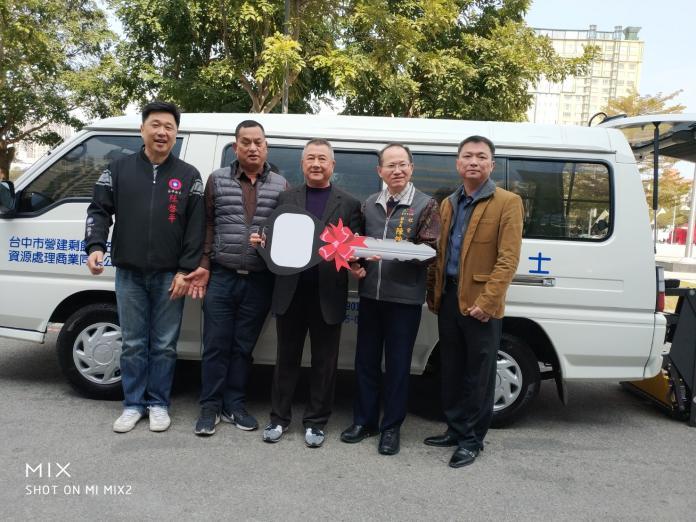台中市社會局一日受贈兩愛心車 助行動不便者通行無礙