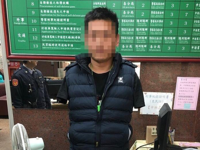 中國籍殘障人士<b>旗山老街</b>乞討 利用愛心月入數萬