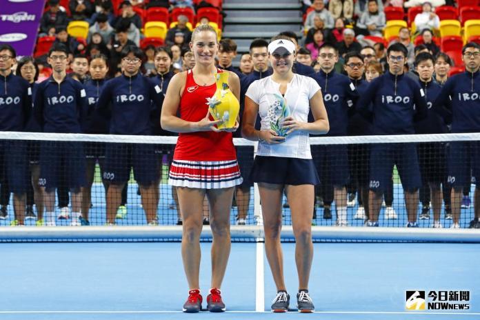 ▲匈牙利好手Timea Babos奪下2018WTA台灣公開賽女單冠軍\\(左\\)、烏克蘭非種子Kateryna Kozlova。(圖/大會提供)