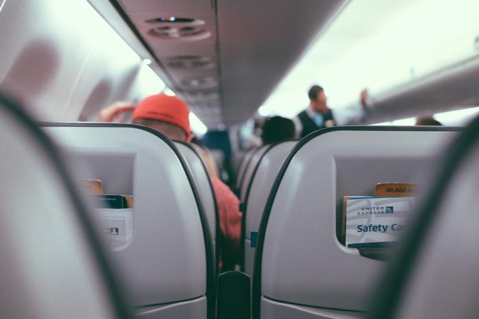 ▲這家空姐「爆乳露內褲」,大媽嚇到森七七。(示意圖/翻攝自pixabay)