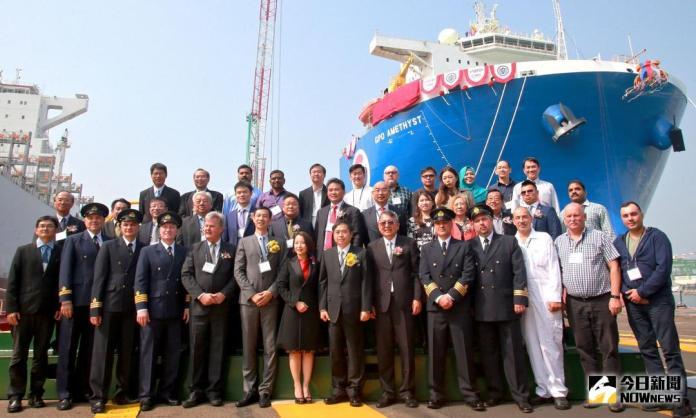 台灣製造 潛舉式重載船舉行命名儀式