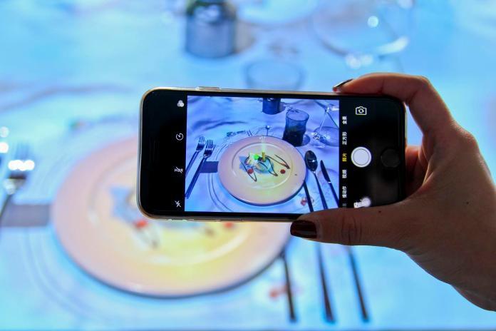 ▲Le Petit Chef在法國造成一股炫風,餐廳預約經常大排長龍。(圖/晶華酒店)