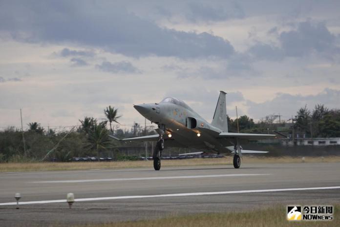 快訊/台東志航基地F-5E戰機失事墜海 國防部:飛官獲救