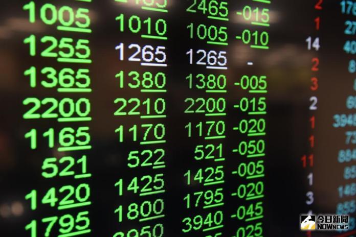 ▲美國市場擔憂今年升息4次,四大指數大跌,影響台北股市3月1日開盤跌36.37點,加權股價指數以10779.1點開出,早盤跌幅擴大,一度跌逾百點。(圖/NOWnews 資料照片)
