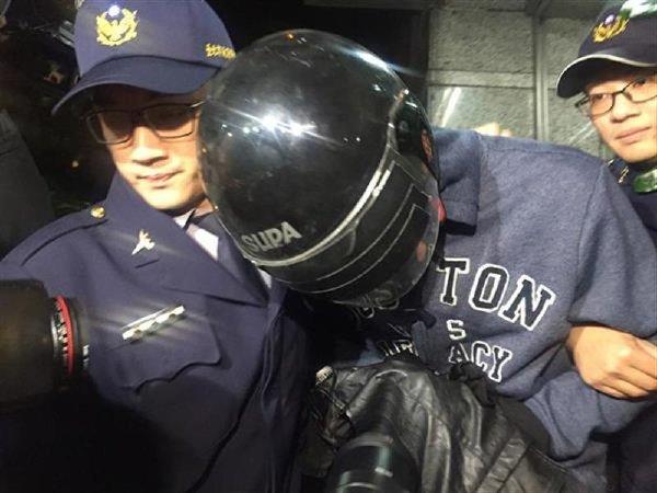 ▲涉嫌砍傷學妹的陳姓男大生,今(27)日上午被檢方依殺人未遂罪嫌將他起訴。(資料圖片/中央社)
