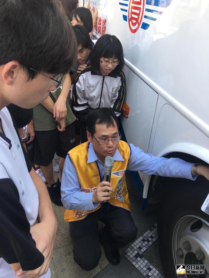 影/大客車緊急事故處理模擬演練 學習自救救人技巧