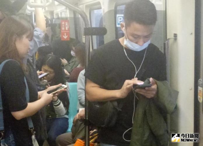 ▲鴻海旗下富盈數據透過大數據分析,發現北捷通勤族安卓與iOS用戶關注的事情大不同。(圖/富盈數據提供)