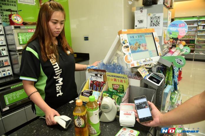 ▲台灣便利商店密度位居全球第二,僅次於南韓,2017年超商業額達3,173億元,續創歷年新高,年增2.8%。(圖/NOWnews攝影中心)
