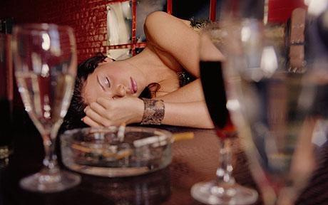 酒醉OL控遭猥褻 同事作證「拿<b>遙控器</b>在滑」檢方傻眼