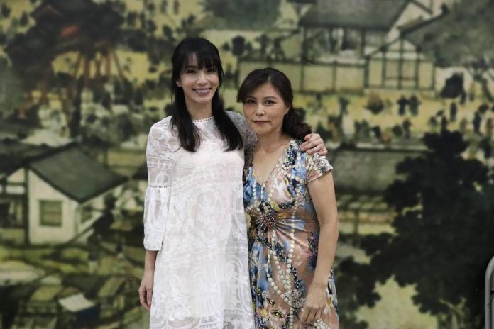 ▲湘瑩(左)與媽媽一起上節目。(圖/中天提供, 2018.4.22)