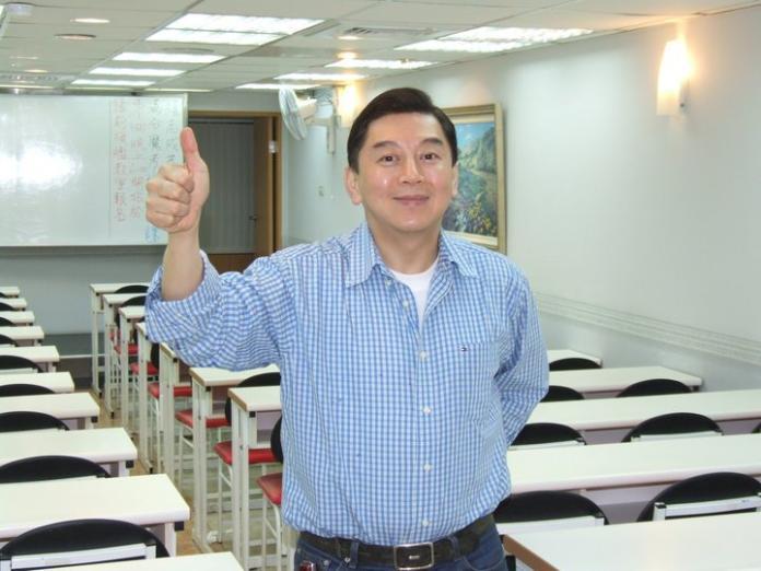 ▲補教名師高國華2日凌晨突然宣布要參選台北市長,並發表參選宣言。(圖/翻攝自高國華臉書)